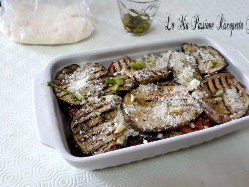 Parmigiana con pomodori freschi e melanzane arrosto
