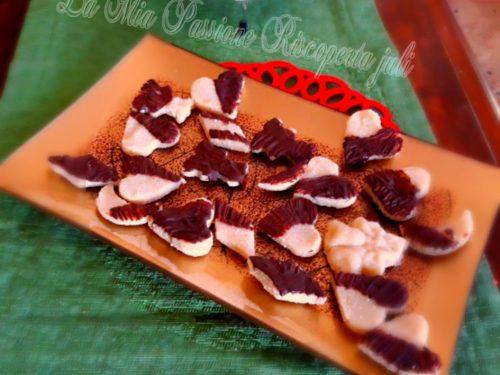 Biscotti di martorana con cioccolato