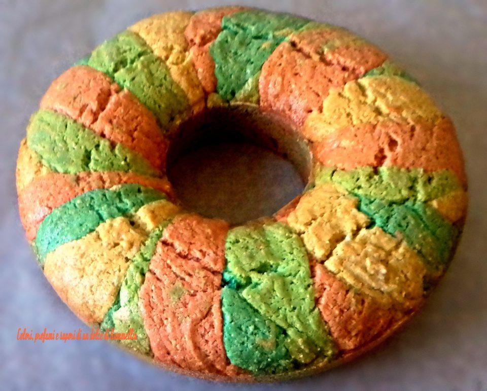 ciambellone arcobaleno da servire