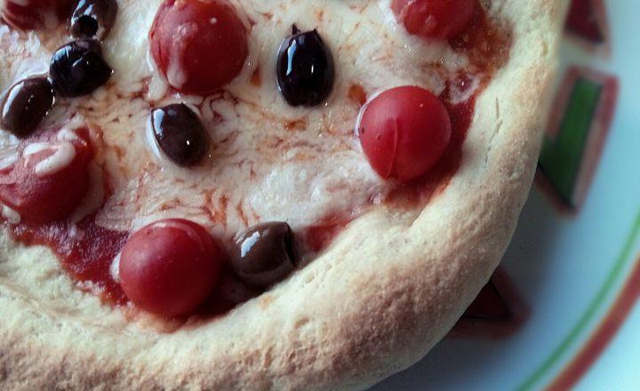 Fette al gorgonzola in cucina con frollina - Casa profumatissima ...