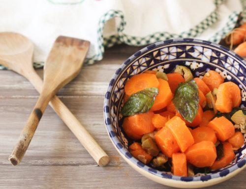 Carote, olive e menta-un contorno sfizioso e facile da preparare