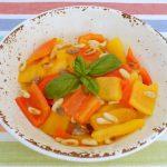 insalata di peperoni, acciughe e pinoli
