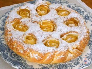 torta-di-mele-con-le-rose-720x540