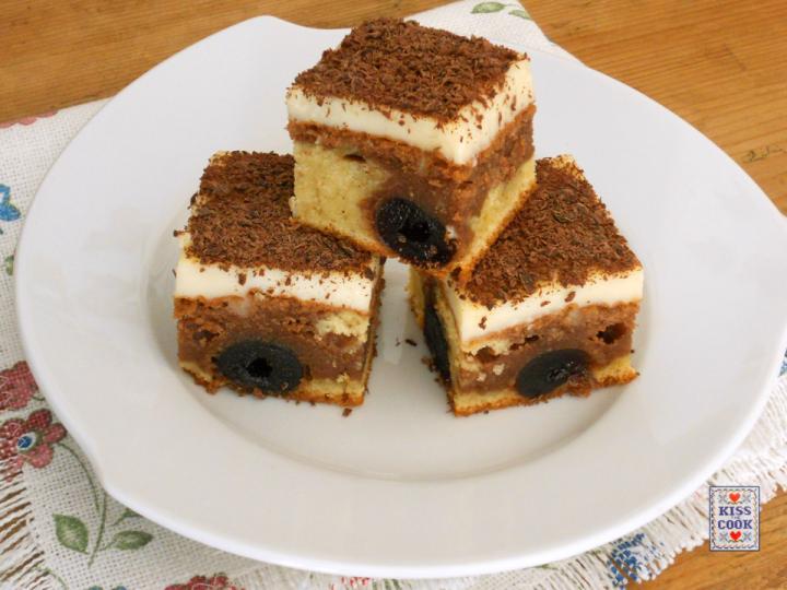 torta due colori con amarene sciroppate