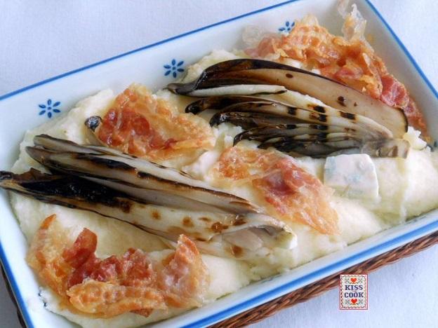 Polenta di semolino con radicchio gorgonzola e pancetta