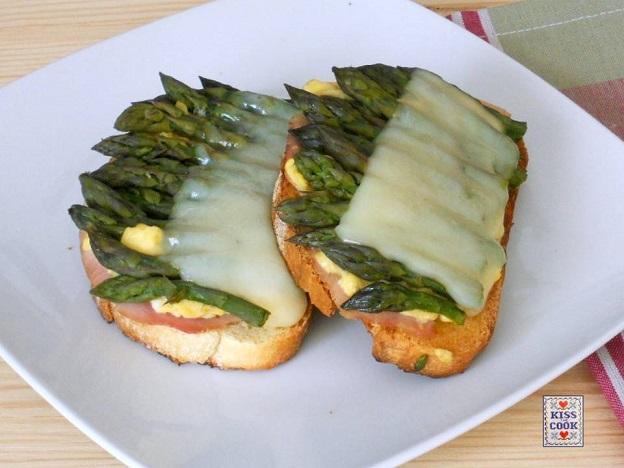 Bruschette di asparagi