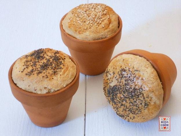 Pane gallese cotto nei vasi d'argilla