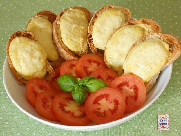 Crostini- con prosciutto-e-formaggio
