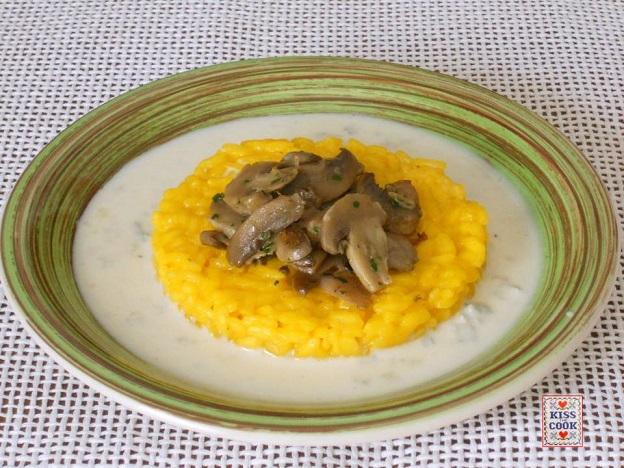 Risotto allo zafferano con funghi e gorgonzola