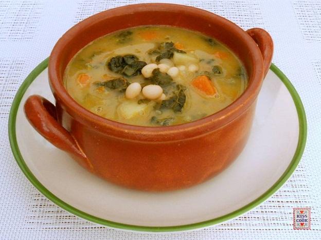 Zuppa con zucca cavolo nero e fagioli