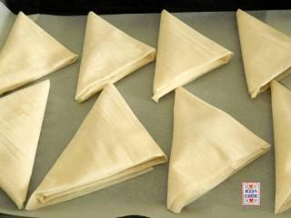 triangoli di pasta fillo con tonno e patate