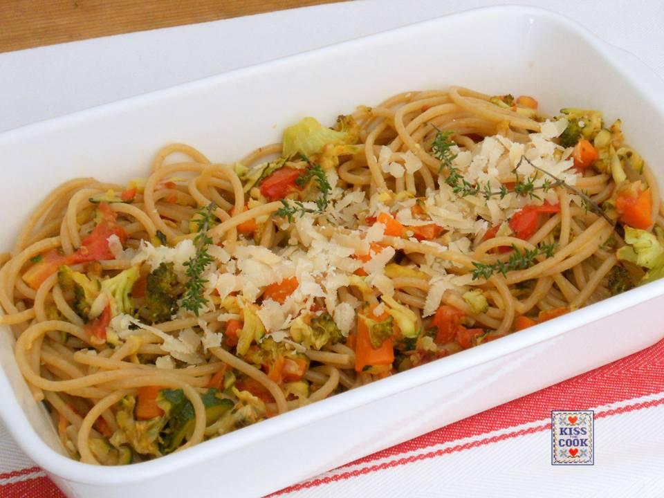 Spaghetti integrali con verdure al forno