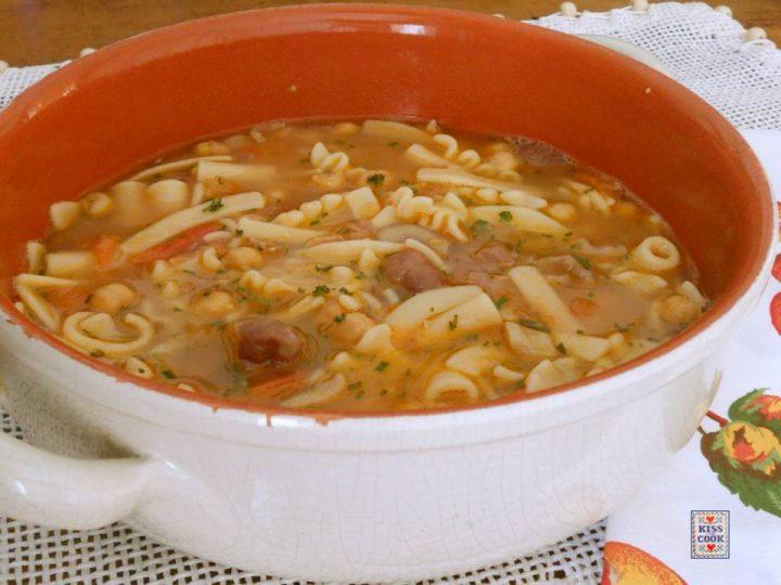 minestra-con-ceci-castagne-e-prosciutto