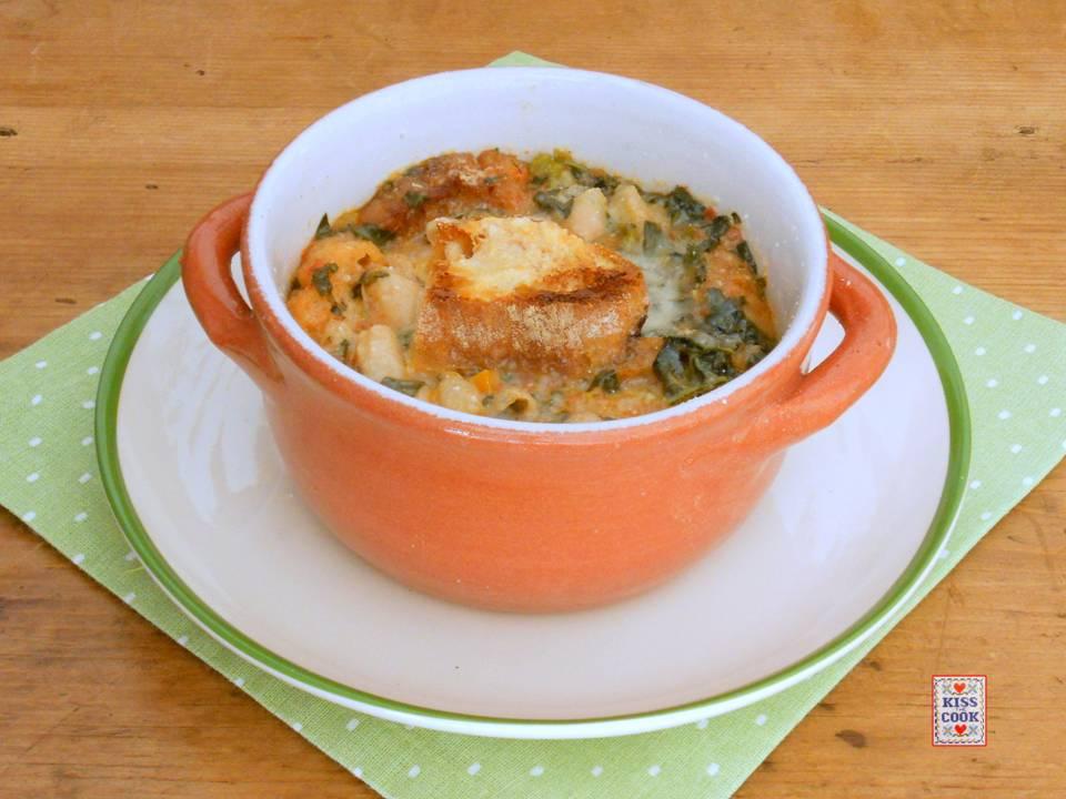 zuppa gratinata di cavolo nero e fagioli