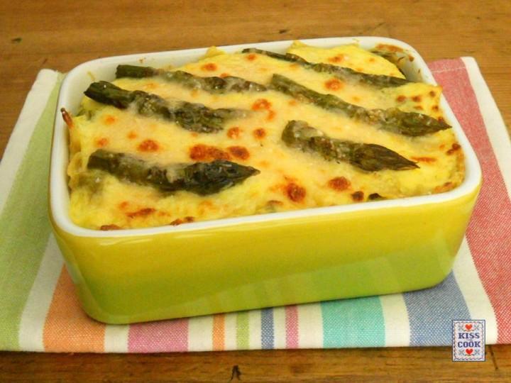 Pasta al forno con asparagi e besciamella alla curcuma