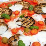 pizza con farina integrale, melanzane e pomodorini
