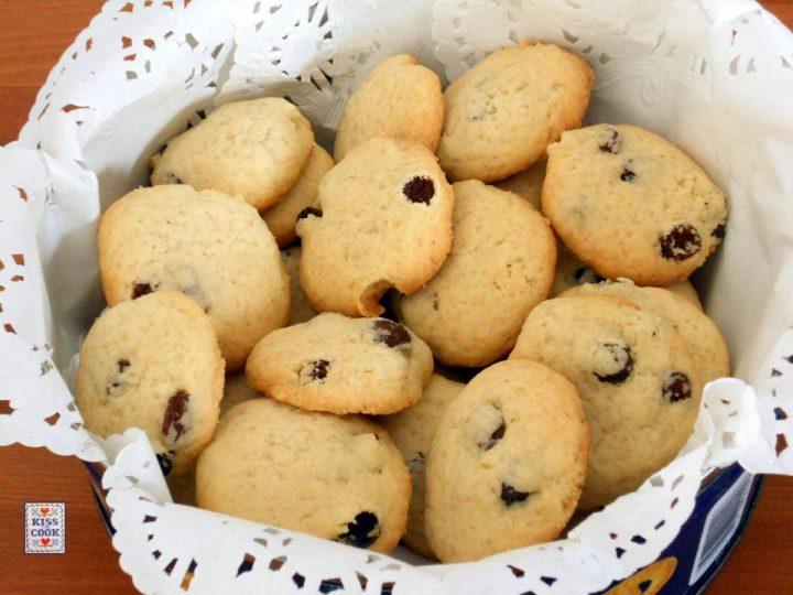 Biscotti con uvette e zucchero di canna