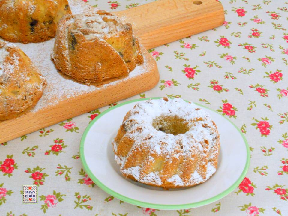 Tortine con farina di farro, pere e cioccolato
