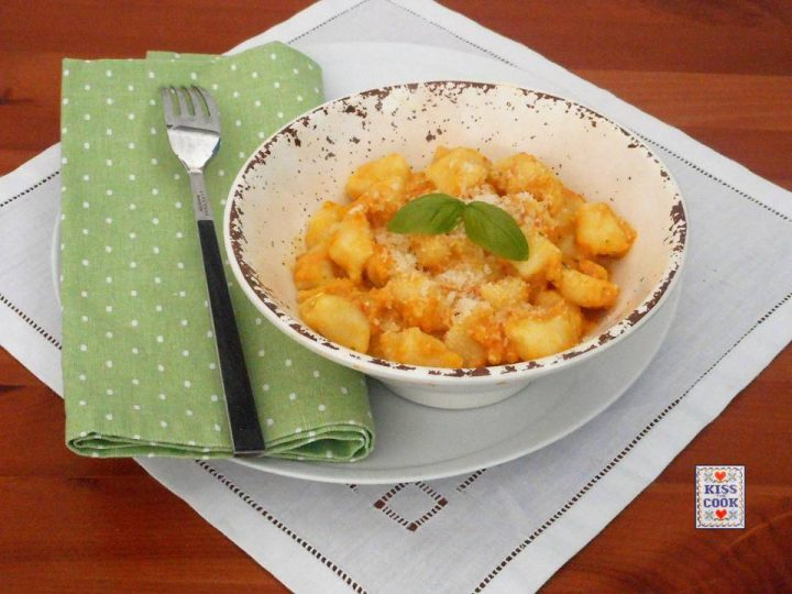 Gnocchi di patate con salsa di peperoni