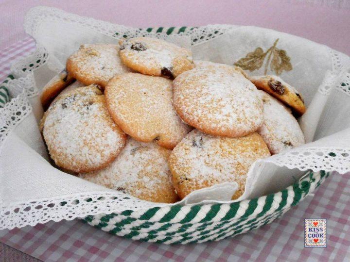 Biscotti con farina di mais e uvette