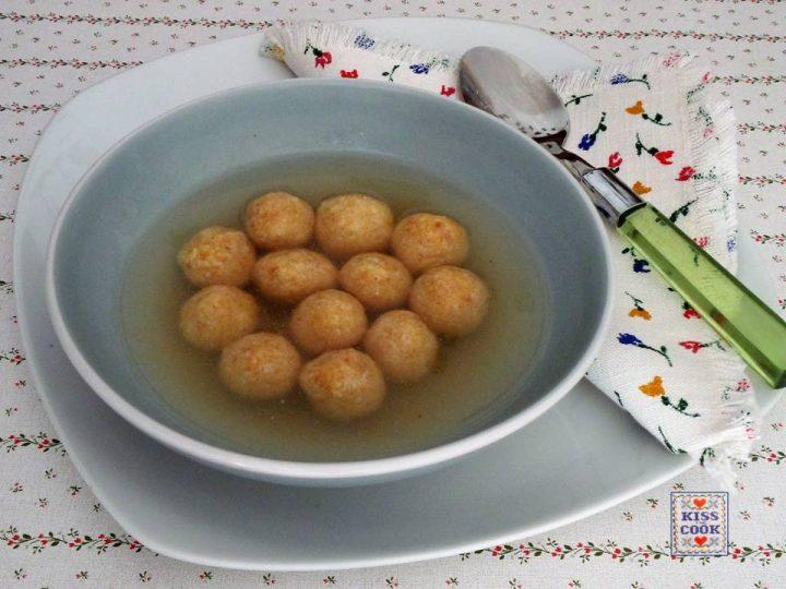 Gnocchetti di parmigiano in brodo