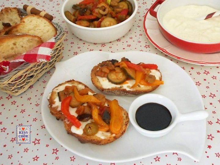 Bruschette con squacquerone con verdure agrodolci
