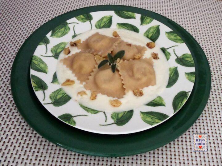 Ravioli di zucca e noci con crema di parmigiano
