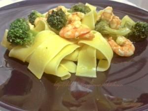 pappardell-broccoli-e-gamberi-di-kitchen-cri