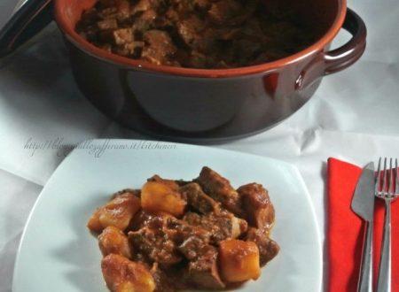 Goulash con patate, ricetta invernale