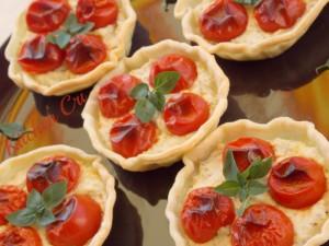 Crostatine ricotta e pomodorini