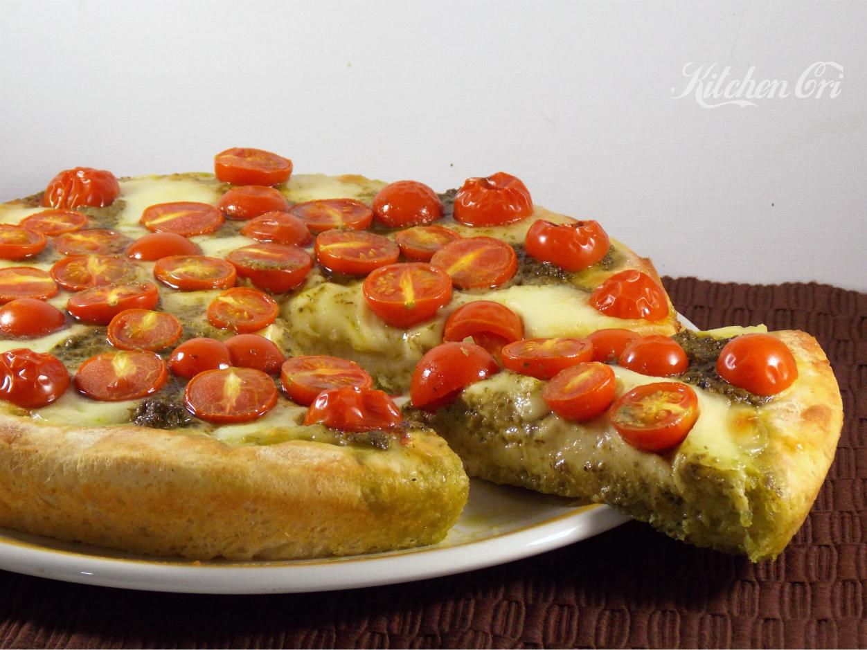 Pizza al pesto e pomodorini