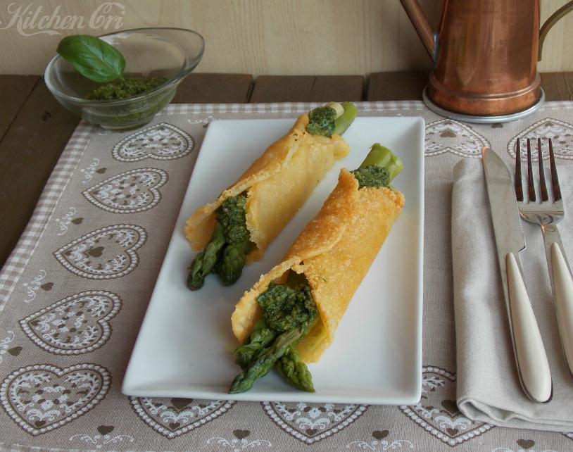 Cannoli di formaggio con asparagi e pesto
