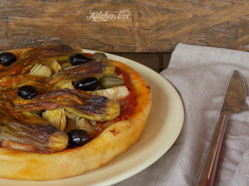 Crostata di pizza carciofi e fiori di zucca