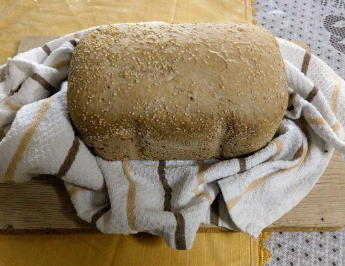Pane ai 7 cereali con macchina del pane.