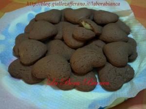 Cuori al cacao ripieni di crema al cioccolato bianco La Bora Bianca