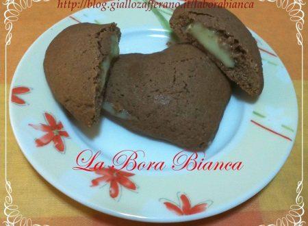 Cuori al cacao ripieni di crema al cioccolato bianco, ricetta tipo Grisbì