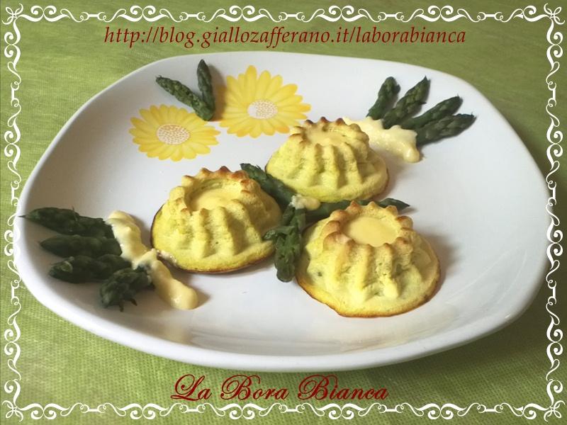 Sformatini di asparagi con fonduta | ricetta vegetariana | La Bora Bianca
