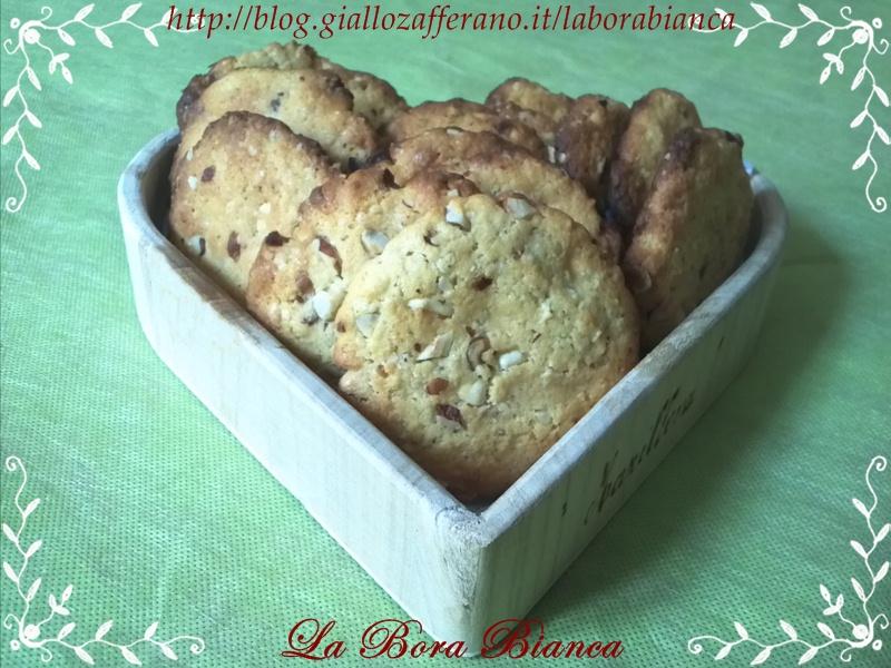 Cookies con cioccolato bianco e nocciole   ricetta semplice e veloce   La Bora Bianca