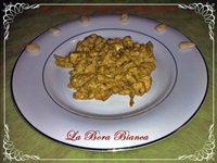 Spezzatino di pollo con salsa all'uovo e mandorle La Bora Bianca