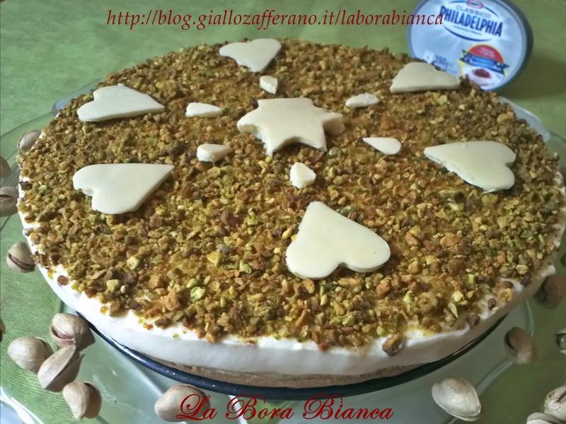 Cheesecake di pistacchi e cioccolato bianco | ricetta senza cottura nè colla di pesce | La Bora Bianca