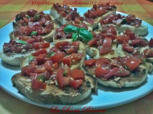 Bruschette al pomodoro, ricetta semplice e veloce