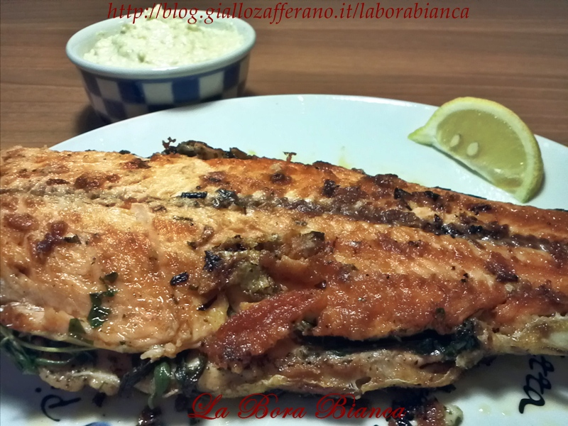 Trota salmonata alla griglia con salsa bianca alle mandorle   ricetta semplice e veloce   La Bora Bianca
