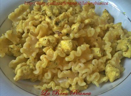 Pasta con tacchino e curry, ricetta piatto unico