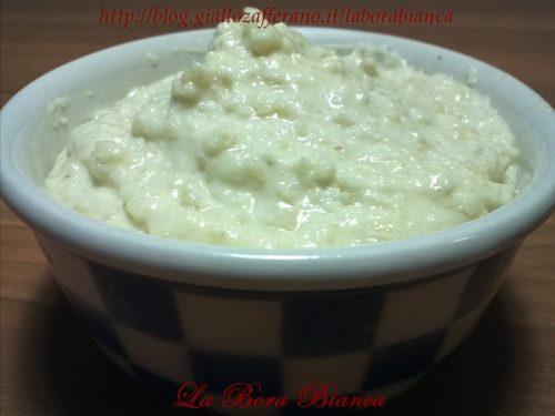 Salsa bianca alle mandorle, ricetta semplice e veloce senza cottura