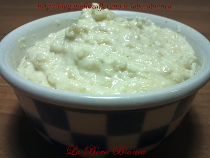 Salsa bianca alle mandorle | ricetta semplice e veloce senza cottura | La Bora Bianca