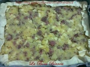 Sfoglia ripiena - Torta salata con patate, salsiccia e formaggio La Bora Bianca