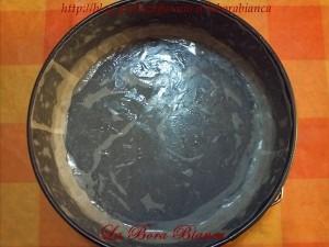 Teglia foderata di carta forno - Torta caprese al limone La Bora Bianca