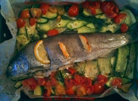 Trota al forno con verdure, ricetta di pesce