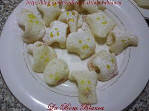 Fantasmini di albumi - ricetta dolcetti di Halloween La Bora Bianca