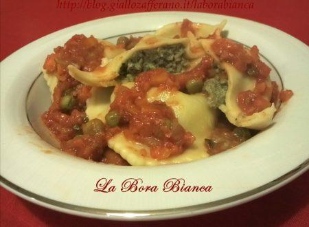Ravioli di carne con ragù di verdure, ricetta pasta ripiena fatta in casa